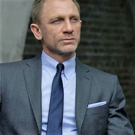 daniel-craig-wears-a-tab-collar-as-james-bond-in-spectre2